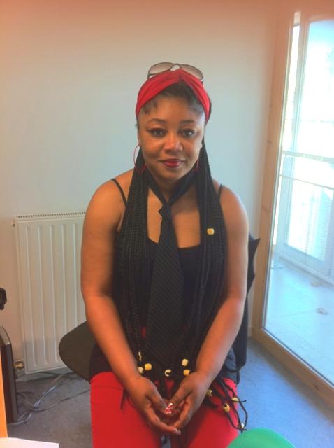la présidente d'Oyenga Simy Flo